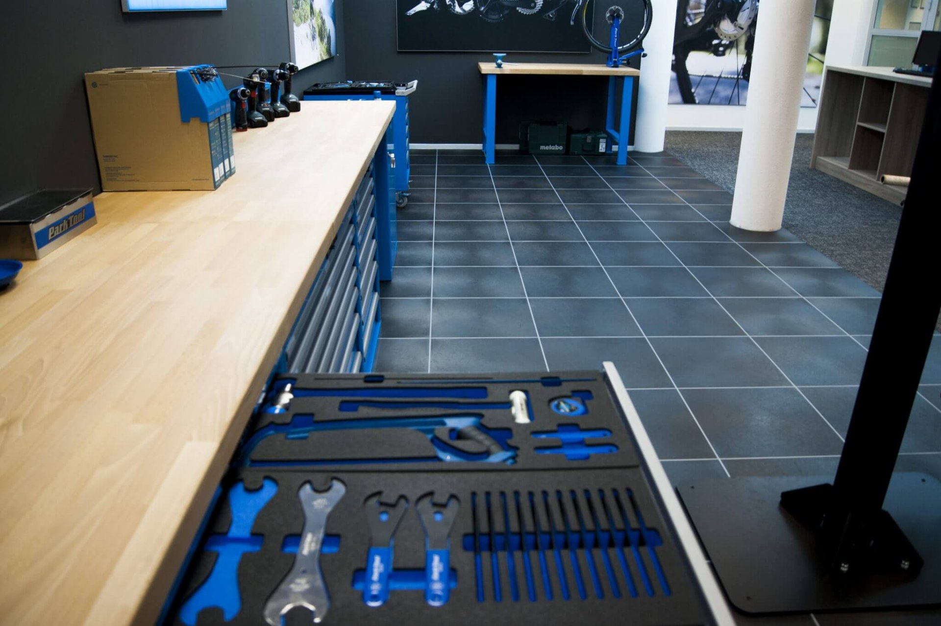 Suelos para garajes baldosas de pvc ultraresistente - Suelo para garaje ...